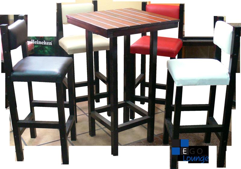 mesa chica con sillas en tactopiel tipo cairo con duela de madera comensal periquera